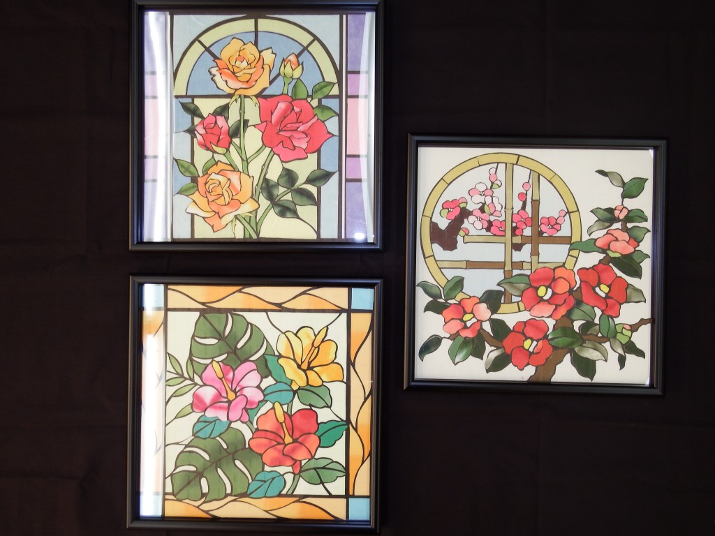 ハイビスカスのステンドグラス・2色のバラのステンドグラス・ステンドグラス風の椿と梅