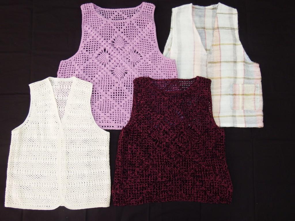 さをり編みでベスト、ブラウス